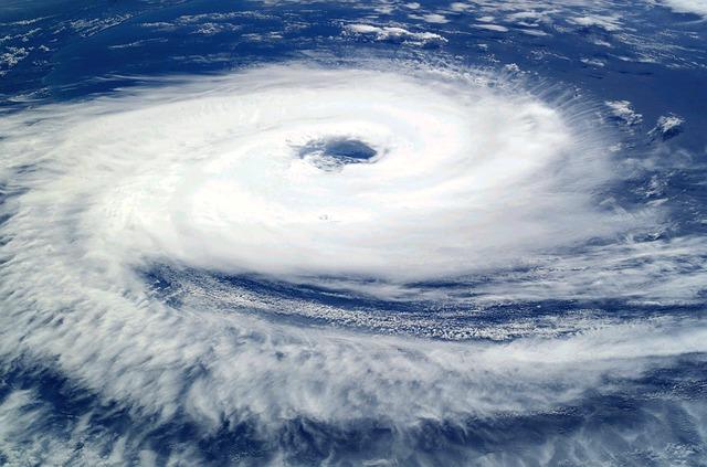 台風の目になる