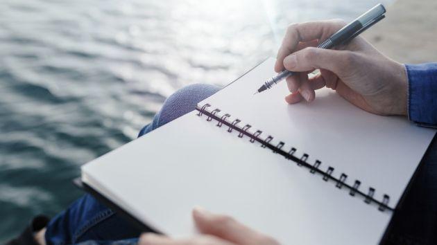 書き出すことで思考と感情を整理する